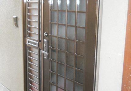 玄関ドア硝子補修施工事例
