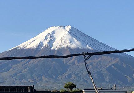 富士山が雪化粧!