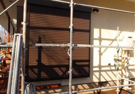 窓や壁を壊さずシャッター取付け🛠