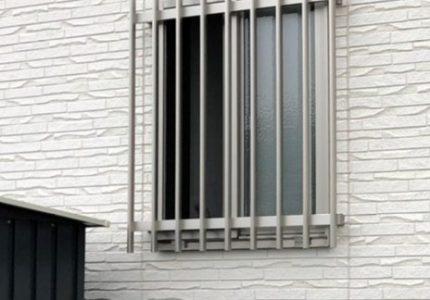 窓の防犯対策に面格子取付け🔧