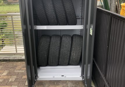 大事なタイヤを守る収納庫🚘