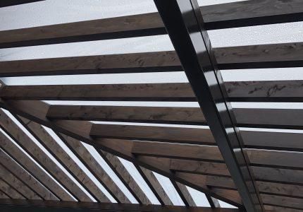 素敵なテラスに屋根を取付けました🌈