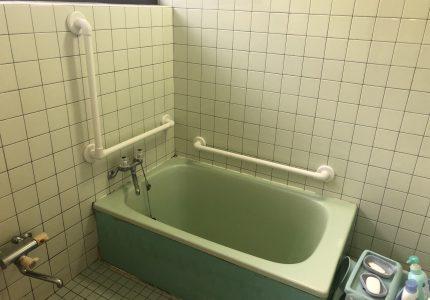 浴室内の動作をサポートする手すり👴
