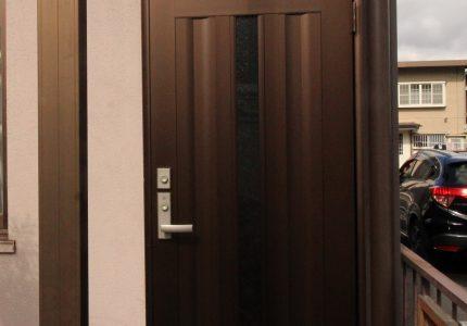 ドアのみの交換で玄関を新しく🆕