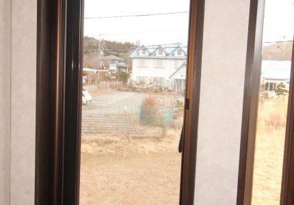 窓を開け換気するため網戸取付け⭐