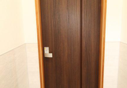 トイレのドアを折戸にしました☺