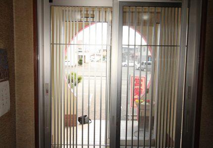 軽やかな開閉が可能な玄関引戸❕