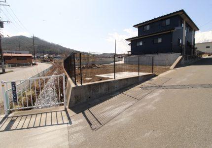 フェンス設置で安全性を高めます🚧
