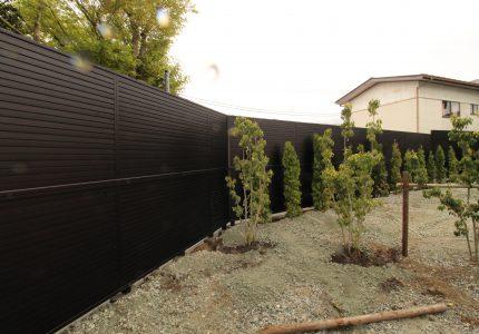 2段支柱フェンスで視線をカット🚫