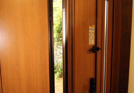 自然の光や風を上手に活かす玄関👏