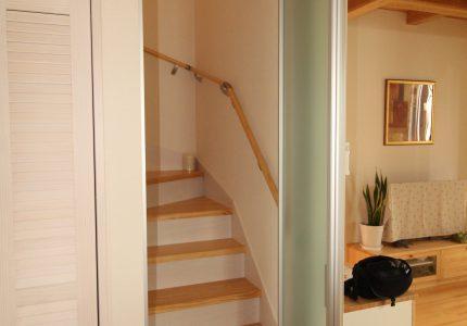リビングイン階段に間仕切を取付け❕