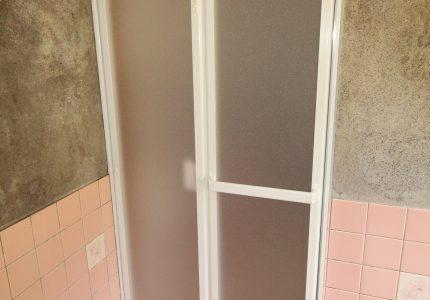 大掛かりな工事が不要で浴室折戸を新しく‼