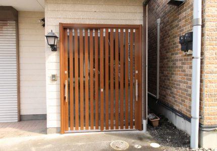 木目調で落ち着いた玄関引戸☝