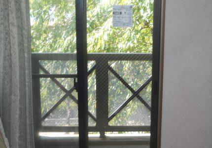 ヒビが入り危険だった窓ガラスの交換⚠